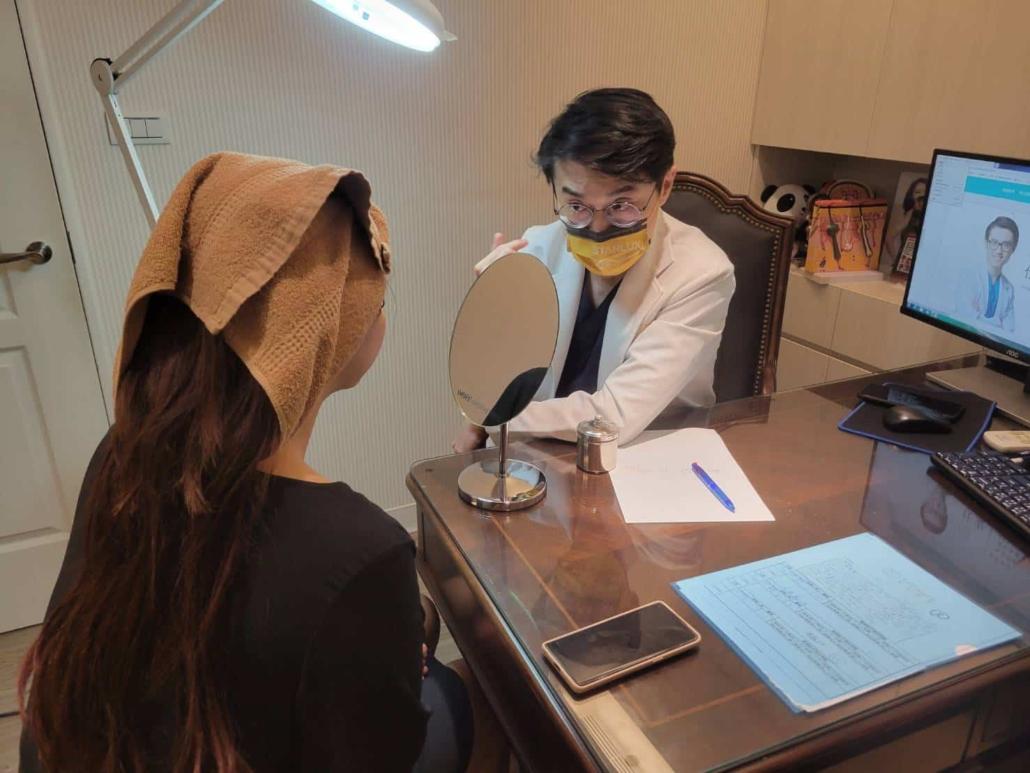 楊仕安醫師建議吳夢夢可採用熊貓針與異體真皮粉及vivacy玻尿酸